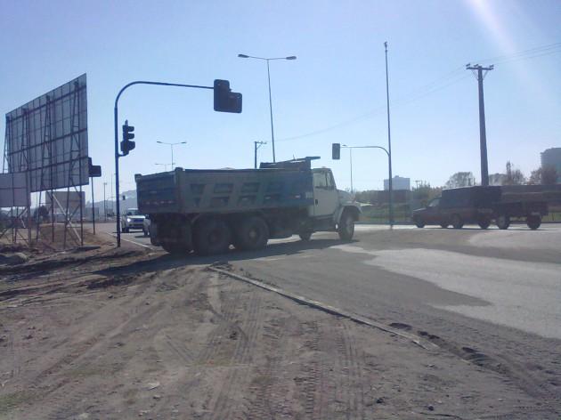 Camiones con arena saliendo de Río Bío-Bío | Pablo Alvear