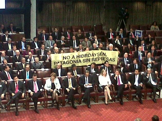 Lienzo en oposición a HidroAysén | Andrea González