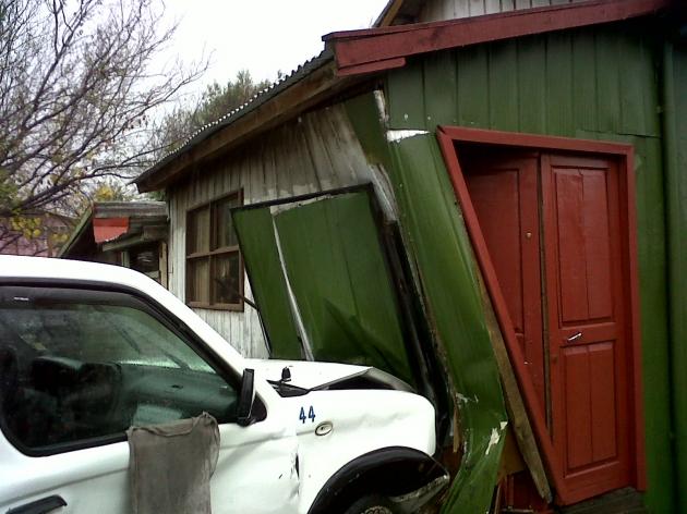 Camioneta se incrusta en casa habitación | Fabian Martinez