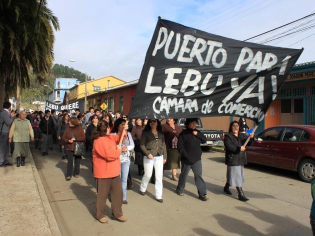Lebulenses marchan con la consigna ¡Lebu vive, puerto ahora!    Claudio P. Rojas Neira