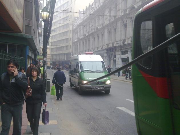 Cable cumple 3 semanas colgando en pleno centro de Valparaíso   Marco Rally