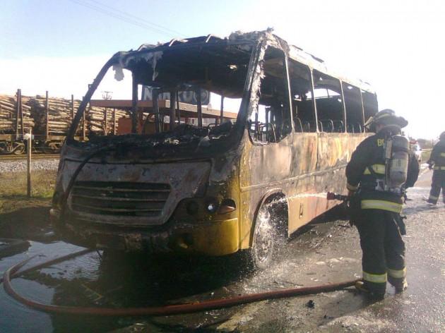 Taxibus quemado | Pedro Cid