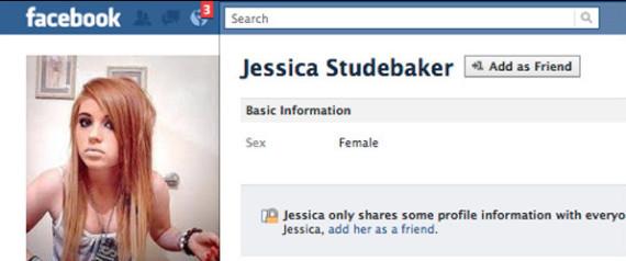 Mujer se hace pasar por sensual menor de edad en Facebook