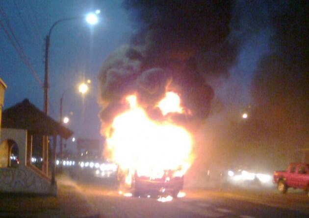 Microbus quemado | Pedro Cid