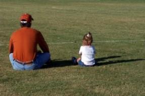 'Separados de Chile' considera poco responsable investigación que estigmatiza a hijos de divorciados Julie-Elliott-Abshire-287x190