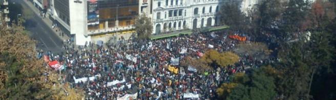 Más de 15 mil estudiantes se movilizan en todo el país