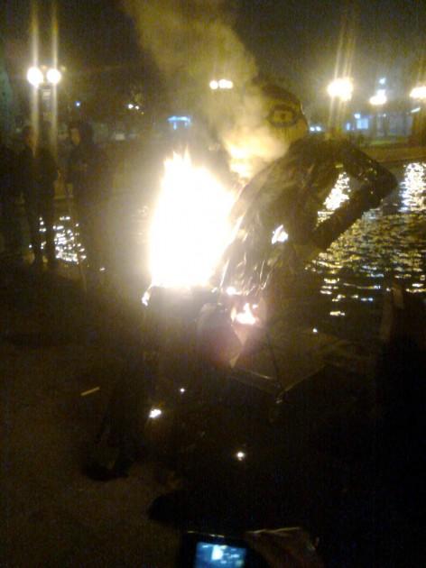 Estudiantes queman imágen de Joaquín Lavín | José Aedo