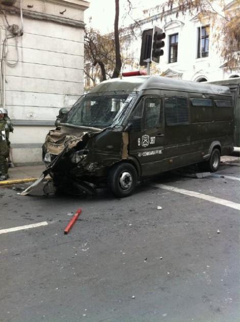 Vehículo dañado   Víctor Aravena en Twitter