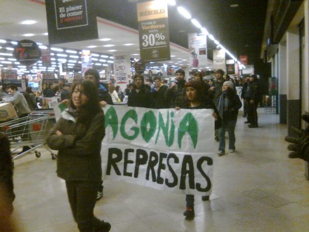 Marcha contra proyecto Isla Riesco   Carlos López (RBB)