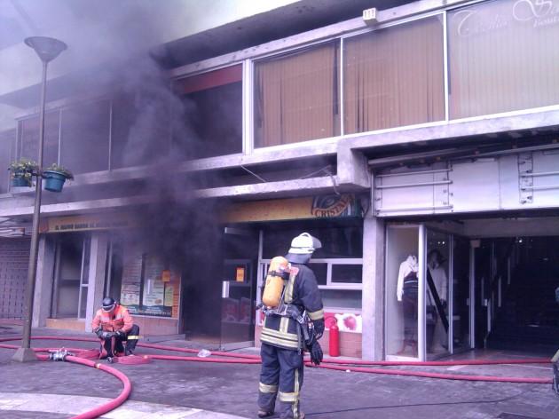 Incendio en local Llanquihue | Valeska Belmar (RBB)