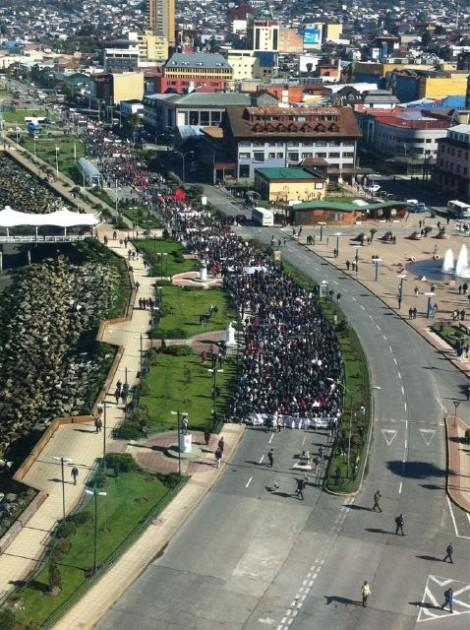 Marcha en Puerto Montt | Foto: Cristian Winkler via Twitter