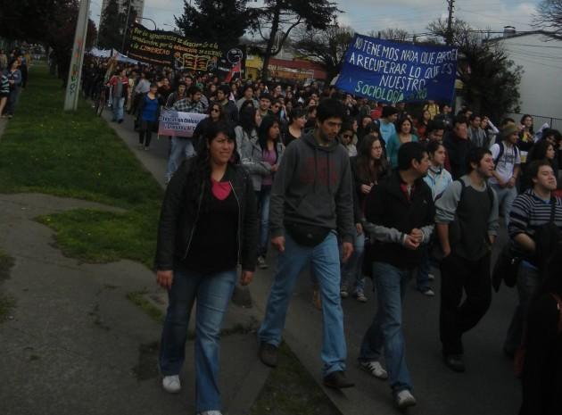 Marcha estudiantil   Rodrigo Aguilera (RBB)
