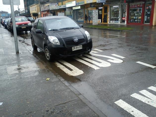 Vehículo mal estacionado | Cristian Ojeda