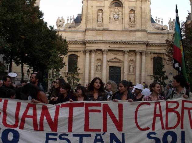 Manifestación en apoyo a los estudiantes de Chile en frente de la Sorbonne | Bahamonde