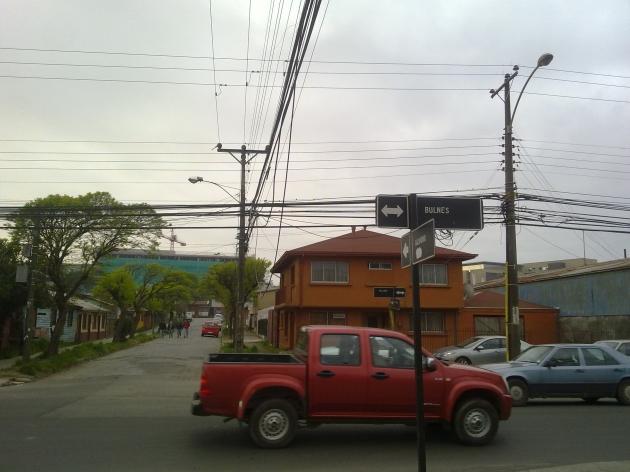 Cables del tendido eléctrico ponen en riesgo a conductores | Yonathan Müller