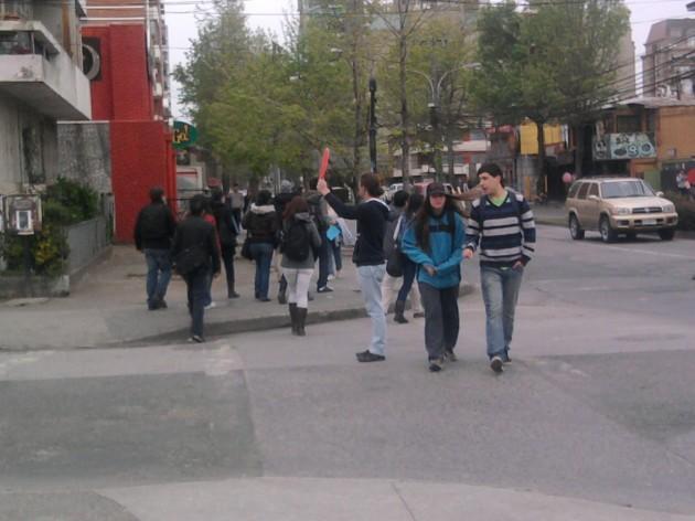 Estudiantes reemplazando semáforos | Cecilia