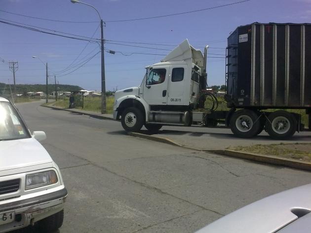 Imprudencia de camioneros en ingreso a Maule   Jorge Peña Cifuentes