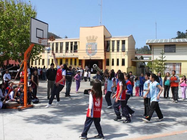 Con actividades deportivas celebran en Lebu el día de la educación extraescolar. | Claudio Rojas Neira