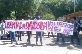 Imagen:Manifestantes | Andrés Pino (RBB)