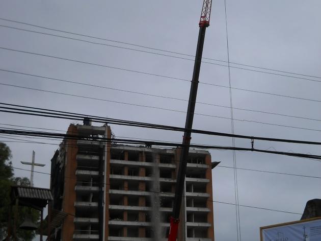 Acelerada demolición de edificio Alto Arauco | Alex Garrido