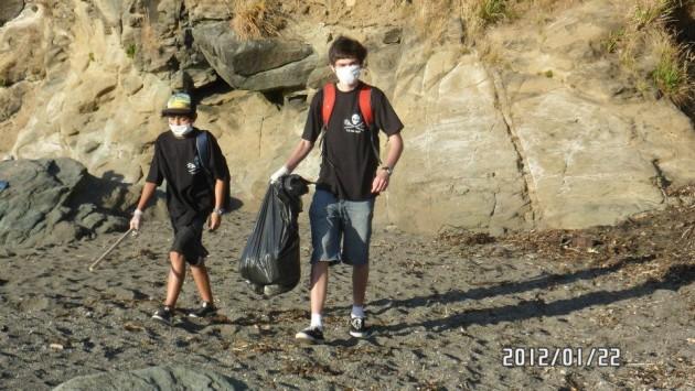 Limpieza de playa valdiviana   Pablo Joost