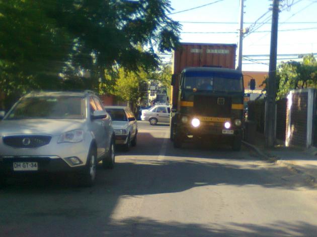 Camiones provocan preocupación e inquietud en vecinos de La Florida tras destrozo de calles | Karen Flores Garay