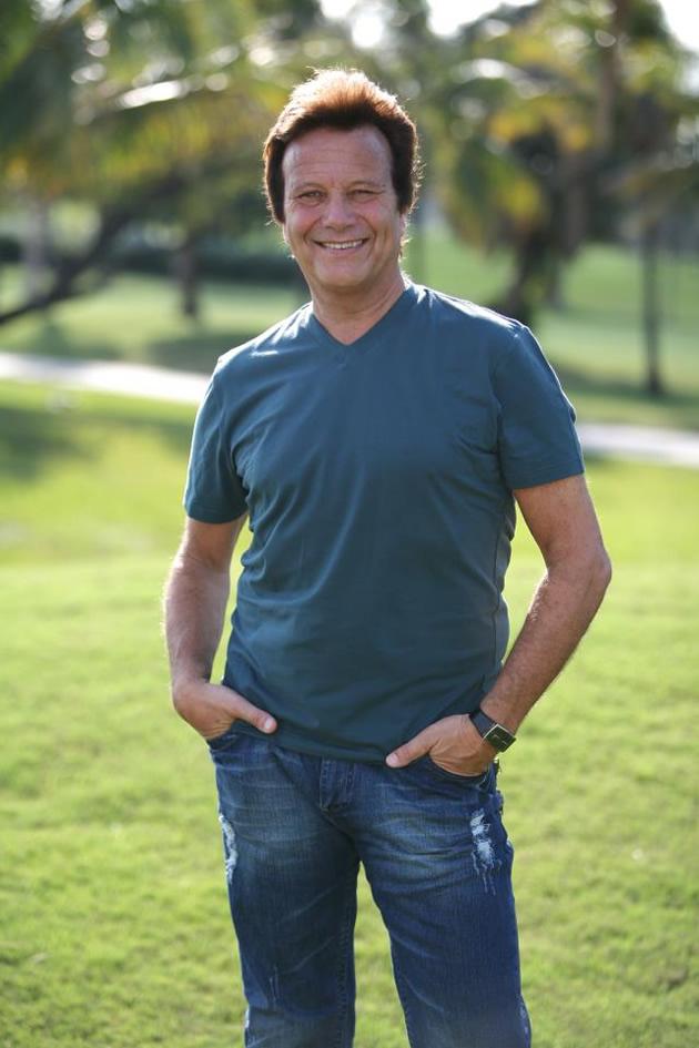 www.robertovanderoficial.com
