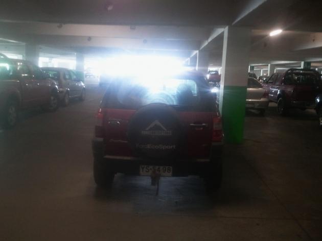 AUTO MAL ESTACIONADO | CESAR ACOSTA NUÃ'EZ