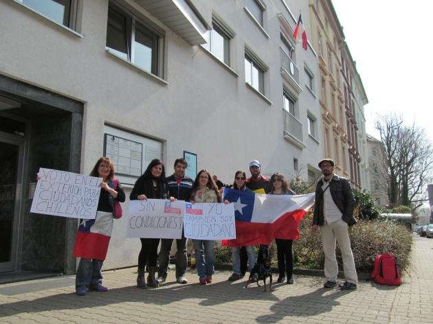 Chilenos en Frankfurt exigen su derecho a voto | Lucia del Pilar
