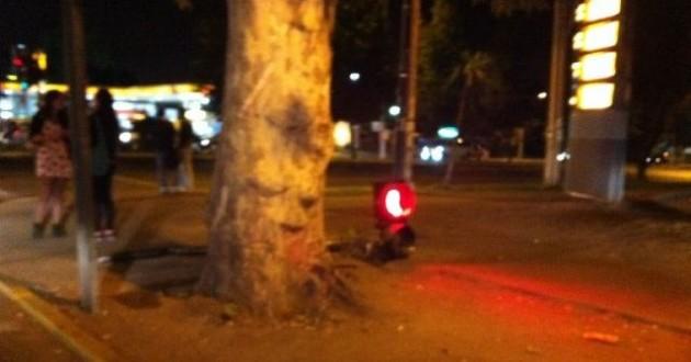 Semáforo en el suelo en sector Macul | @fcarbonell