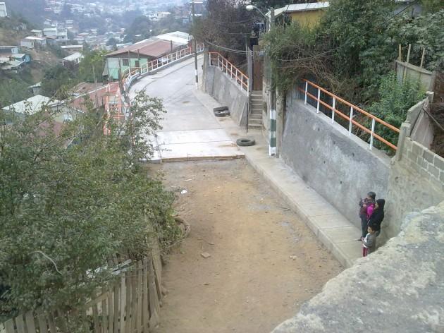 Calle a medio pavimentar   Juan Pérez
