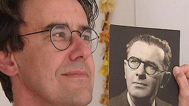 Stevens junto a una imagen de Wiesner | ABC