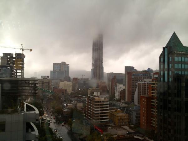 Costanera Center bajo las nubes   @fabivillalo en Twitter