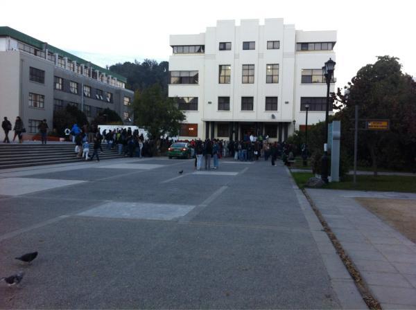 Evacuación frente al Foro | Gustavo Aguayo vía Twitter