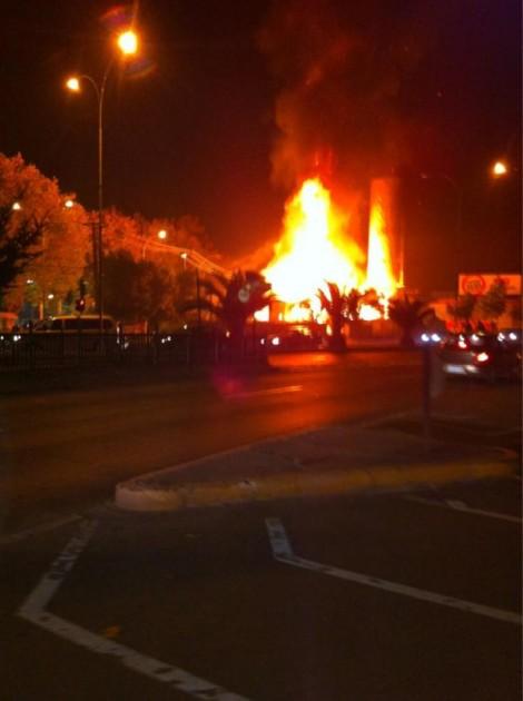 Incendio frente a Plaza Acevedo | Cristian Hidalgo vía Twitter