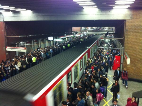 Metro estación Baquedano   Hugo Muñoz vía Twitter