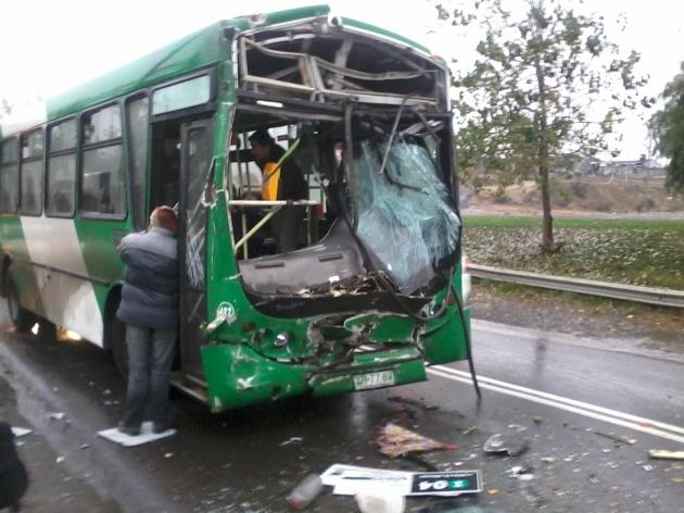 Choque entre dos microbuses   Jhonny Placencio