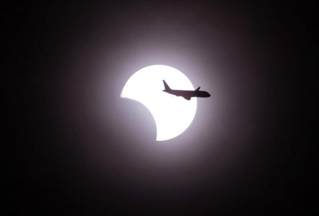 El eclipse en Manila | Francis R. Malasig