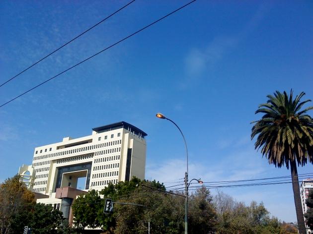 Postes de luz encendidos de día   Víctor Fernández