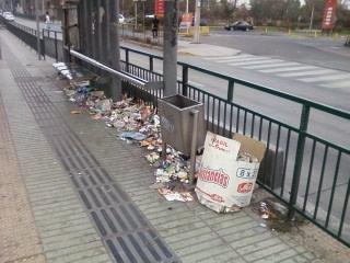 Paraderos Transantiago convertidos en basurales   Iván Quiroz