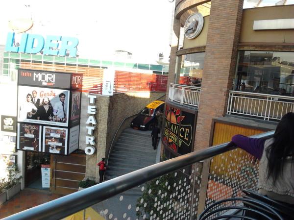 Auto Cae A Las Terrazas Del Mall Plaza Vespucio Desde Los