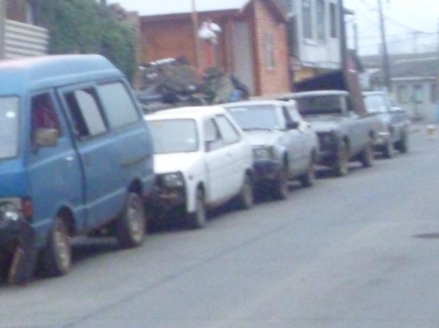 Vecino deja chatarras en plena vía pública | Juan Abarca