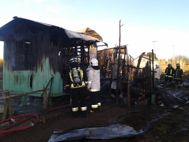 Lebu: Voraz incendio consumió modesta vivienda en localidad de Santa Rosa. | Claudio P. Rojas Neira