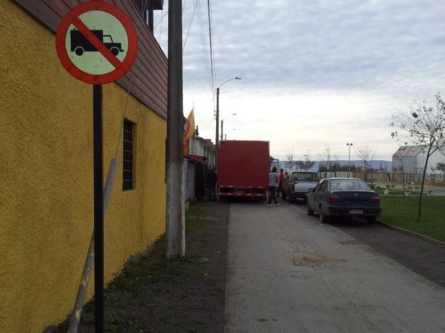 Respeto de camion ante señalizacion | Mauricio Fox