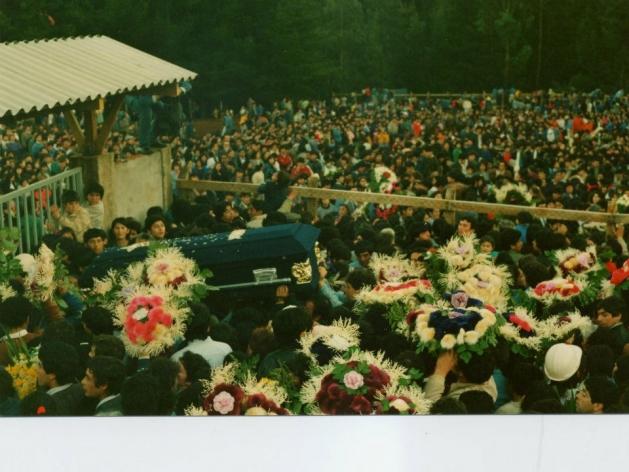 Masivo funeral de los 21 mineros en 1989   Marcelo Barrios