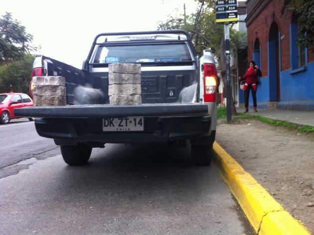 Camioneta mal estacionada   Manuel Valdés