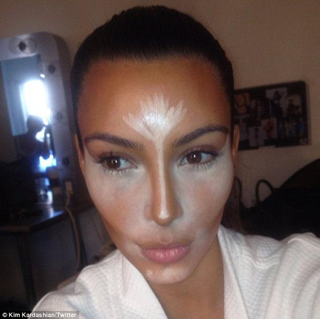 Kim Kardashian muestra en fotos la cantidad de maquillaje que utiliza ...