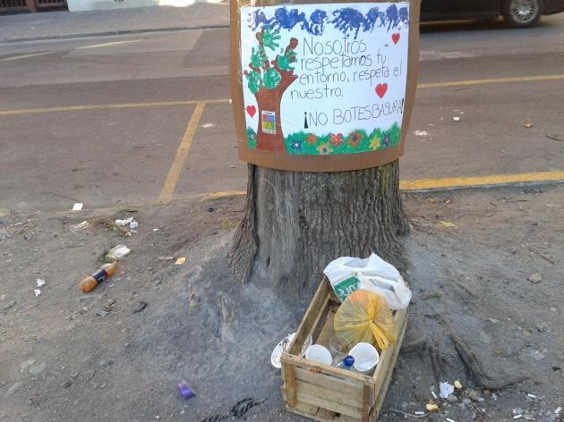 Arrojan basura cerca de campaña por el medio ambiente | M. Cristina Adán