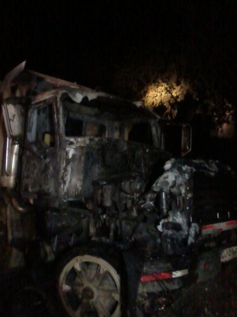 Camión afectado con atentado   Carlos Martínez (RBB)