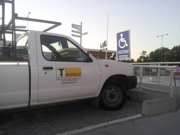 Estacionamiento para discapacitados | Wladimir Cofré